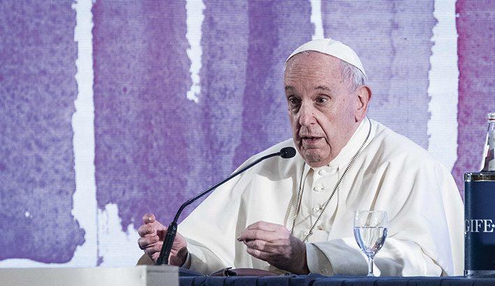"""Papa Francesco ai vescovi: """"il Sinodo cominci  dal basso: la luce  è Firenze"""""""