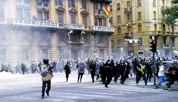 Al G8 di Genova la feroce repressione contro chi denunciava  i danni della  globalizzazione