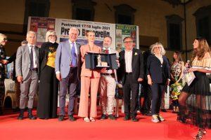 Il momento della premiazione di Ema Stockolma, vincitrice del 69° Premio Bancarella
